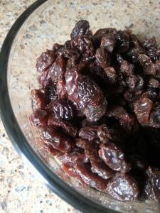 Soaking raisins for stollen